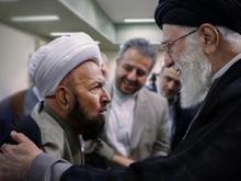 عکس رهبر با حجت الاسلام والمسلمین مظاهری