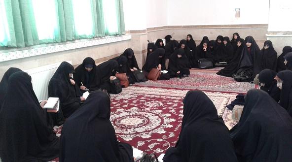 نشست صمیمی مدیر پیرامون توصیه های امام به طلاب
