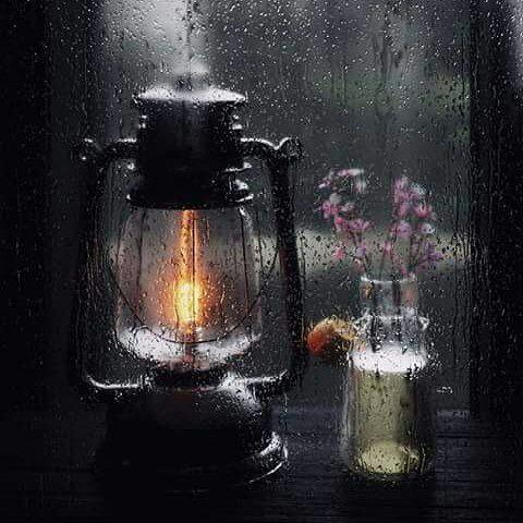شیشه باران خورده
